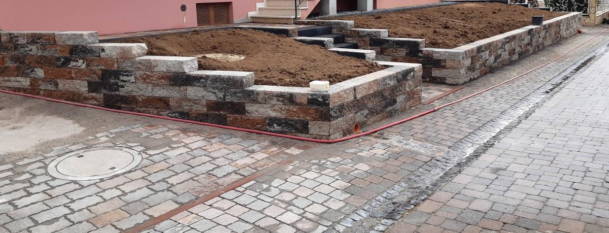 Mauer + Treppe